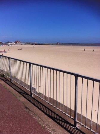 Gorleston Beach: clean and open beach