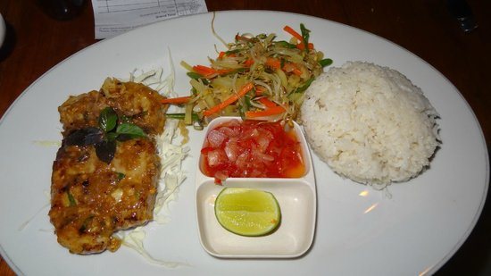 Solaluna Beach Homestay : Dinner delivered to the beach bungalow