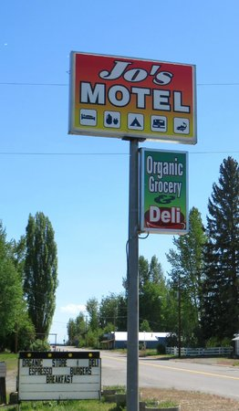 Jo's Motel and Campground: Signs at entrance