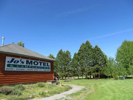 Jo's Motel and Campground: View of motel