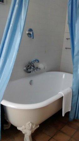 Locanda Cairoli: Bañera de las de antes.