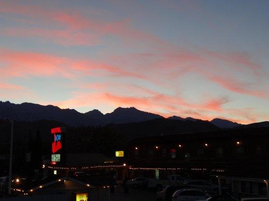 Dow Villa Motel: Sunset
