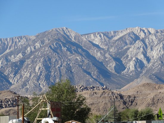Dow Villa Motel: Stunning Mountains
