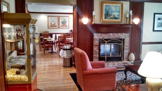 Fairfield Inn & Suites Macon: Love the free popcorn