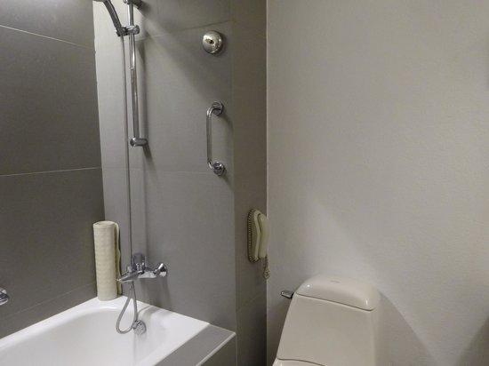 Cebu Plaza Hotel: バスルーム