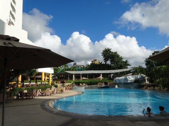 Cebu Plaza Hotel: プール