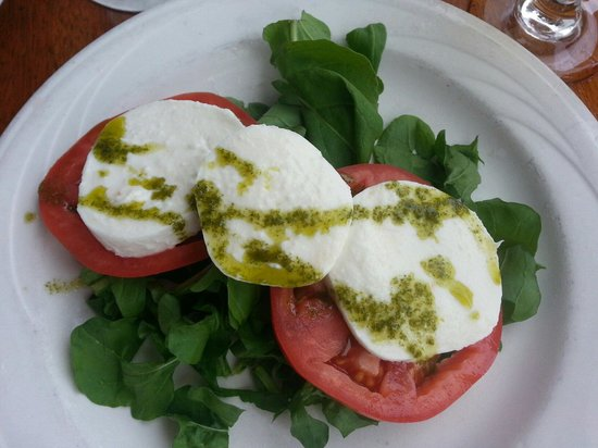 Caffe Luna Rosa: Caprese salad with arugula