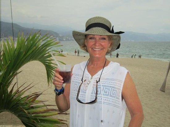 Hilton Puerto Vallarta Resort: Walk along the beach