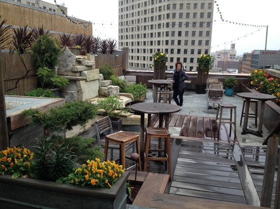 Hotel Metro: Rooftop patio.