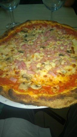 Pizza Rossi : gros plan sur le jambon...