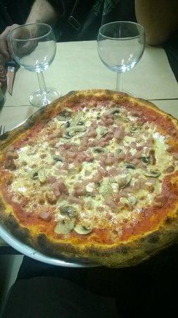 Pizza Rossi : La premiere avec (les lardons) le jambon...