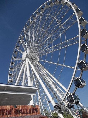 The Great Smoky Mountain Wheel : The Wheel on the Island in Pigeon Forge