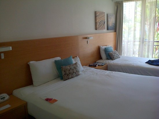 Novotel Cairns Oasis Resort: one king bedded room.  NEVER HAS BEEN never will be.
