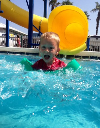 The Sandpiper Beacon Beach Resort: Too much fun!!!