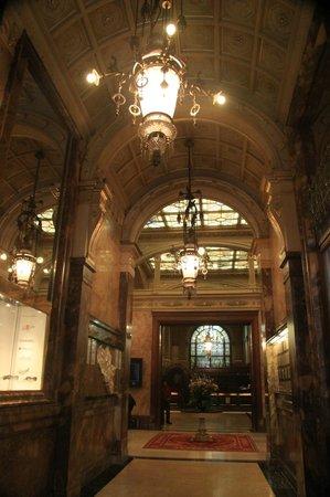 Hotel Metropole: interior