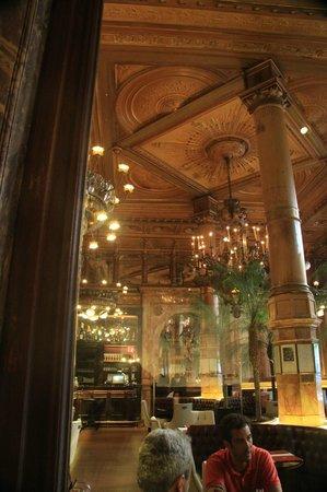 Hotel Metropole: Cafe interior