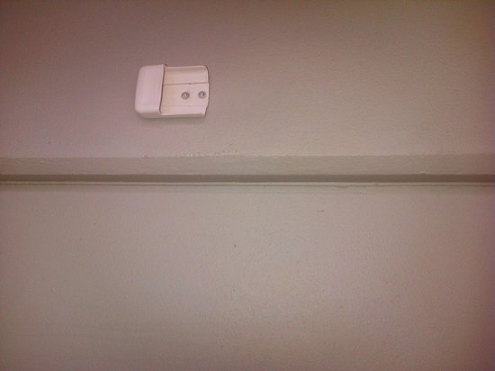 Novotel Cairns Oasis Resort: This was for air con control unit- phot on side- dirty. uniteven dirtier.