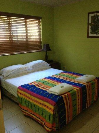 Castaways Trinity Beach: Bedroom 1