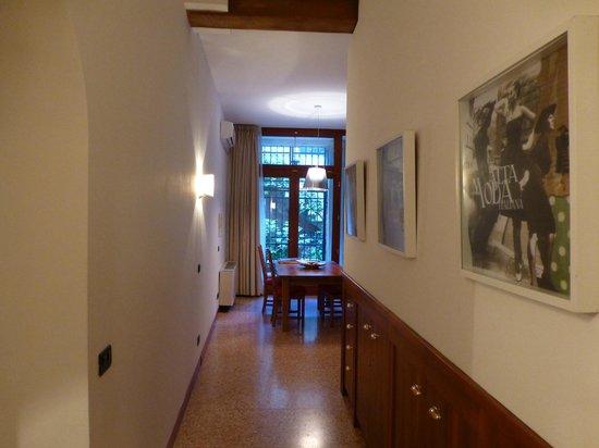 Ca' Cortigiane: Hallway