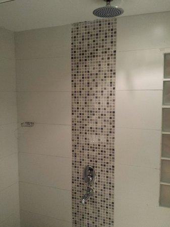 Tropicana Rosetta & Jasmine Club: Shower 5 mins hot water max