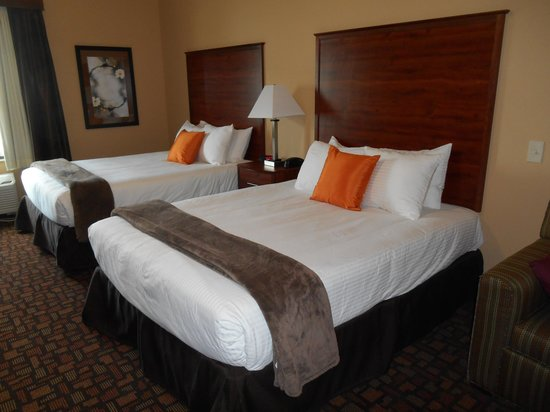 Expressway Suites of Grand Forks: Twin Queen Beds