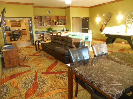 Expressway Suites of Grand Forks : Games Rm