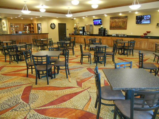 Expressway Suites of Grand Forks : Breakfast Area