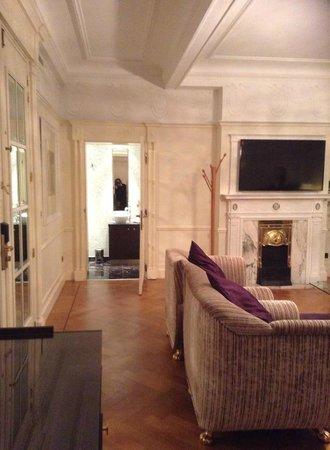 Crowne Plaza Hotel Brussels - Le Palace: Salon dans la suite
