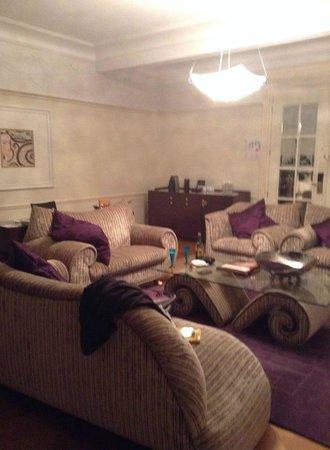 Crowne Plaza Hotel Brussels - Le Palace : Le salon dans la suite