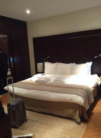 Crowne Plaza Hotel Brussels - Le Palace: Un trés très grand lit...