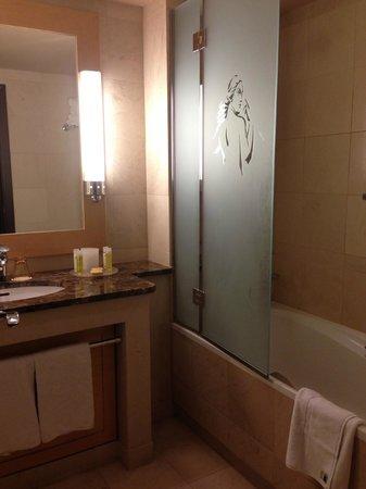 Hyatt Regency Nice Palais de la Mediterranee: bathroom