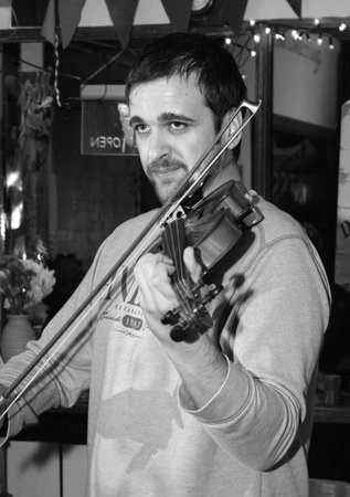 Pebbles Tavern: Tom the amazing fiddle player