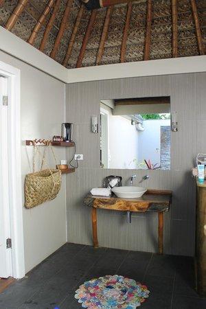 Blue Lagoon Beach Resort: Gorgeous bathroom