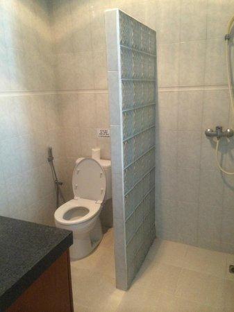 Su's Cottages Legian 2: bathroom