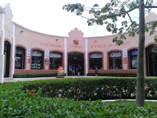 Sandos Caracol Eco Resort: Esta es la tienda que esta en el hotel.