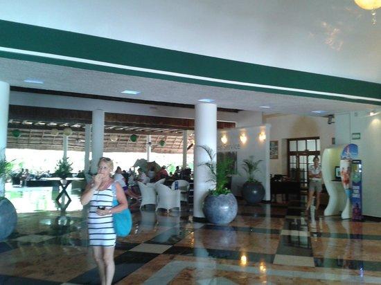 Sandos Caracol Eco Resort: el lobby del hotel