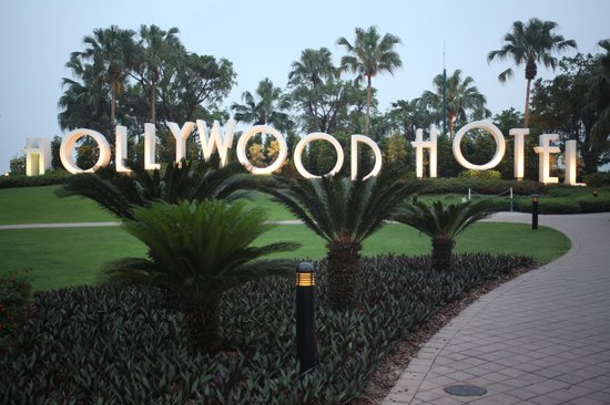 Disney's Hollywood Hotel: Hollywood Hotel grounds
