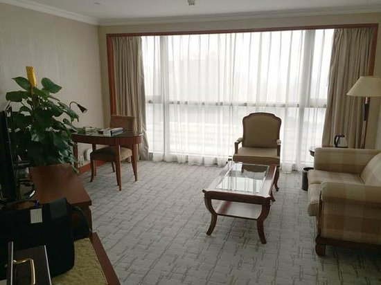 Best Western Shenzhen Felicity Hotel: Nice lounge with couch and workspace