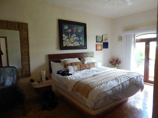 Porto Playa Condo Hotel & Beachclub: Master bedroom