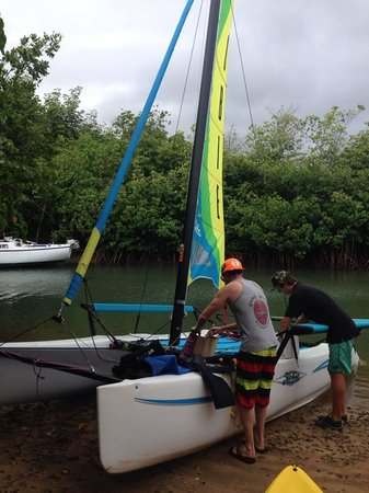 Holokai Kayak and Snorkel Adventure: Getting the rig ready!