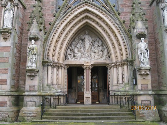 Inverness Cathedral: The entrance to the Cathedral