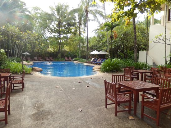 Settha Palace Hotel: Peaceful pool area