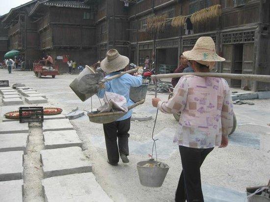 Zhaoxing DongZhai: 道路工事中