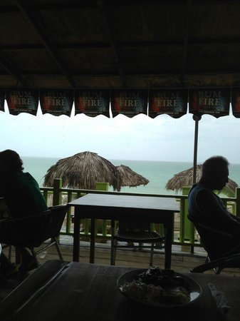 Fun Holiday Beach Resort : The only resturaunt in open air
