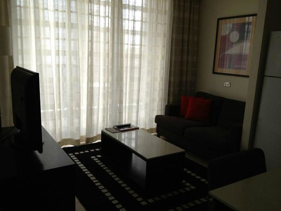 Meriton Serviced Apartments Pitt Street : Living room area of 1 bed apt