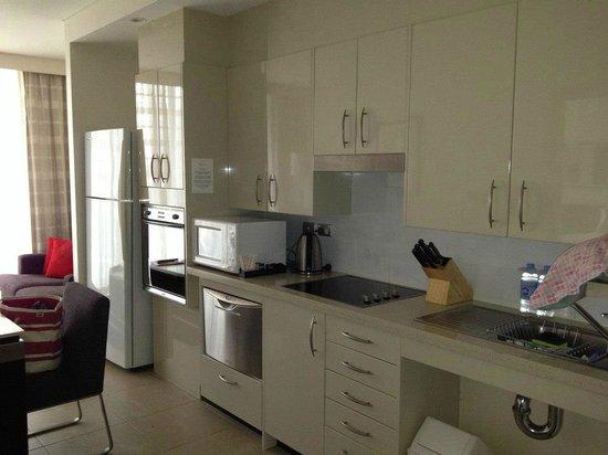 Meriton Suites Pitt Street, Sydney : Great utilities for preparing breakfast and snacks