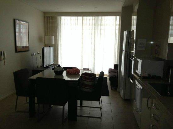Meriton Suites Pitt Street, Sydney : living area- good space for 2 people