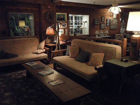Inn at Long Trail: another shot of big lodge public area