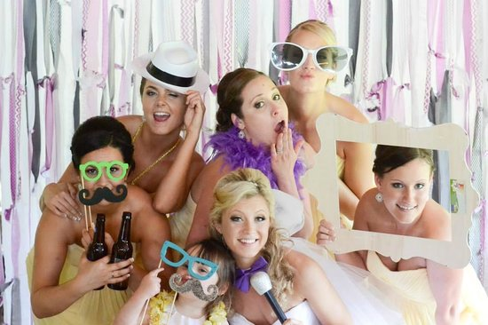 The Stonehurst Manor : DIY Photo booth fun