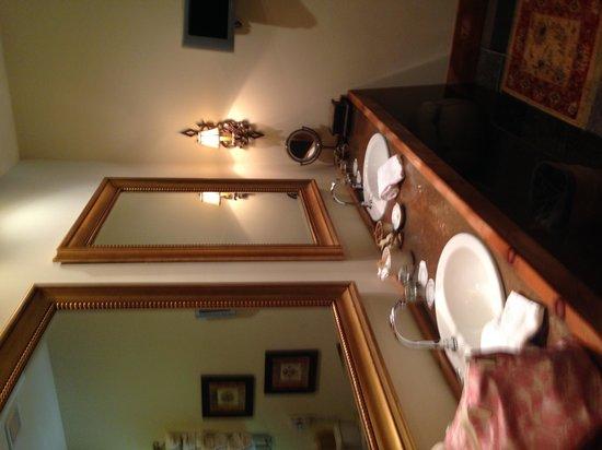 The Inn at Leola Village : double sinks